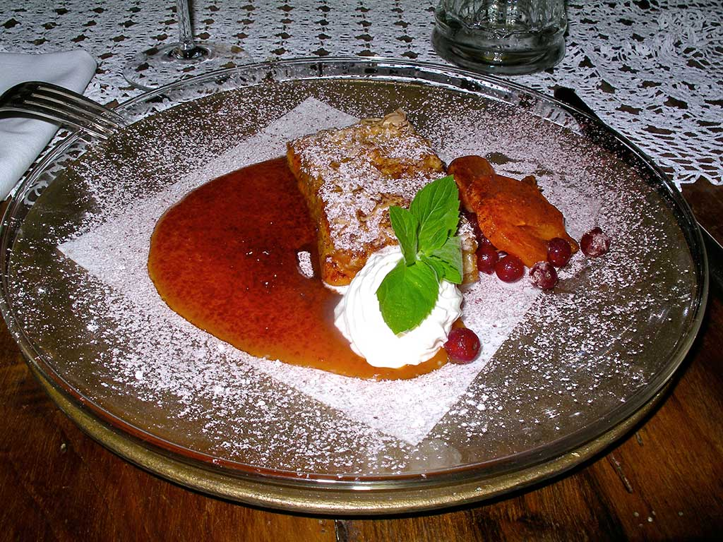 Cycling tours in Hungary Austria and Italy - A unique apple strudel with redcurrant sauce